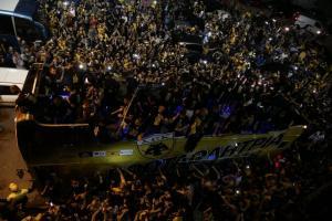 """ΑΕΚ: Το κιτρινόμαυρο """"πάρτι""""! Χαμός στη Νέα Φιλαδέλφεια για την πρωταθλήτρια [vids]"""
