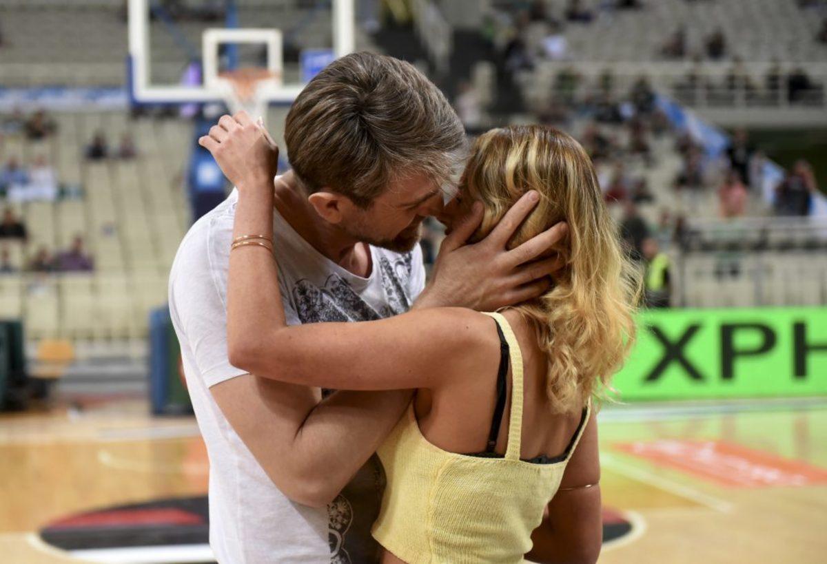 """Παναθηναϊκός – ΑΕΚ: Δέχθηκε πρόταση γάμου και """"γκρέμισε"""" το ΟΑΚΑ η εντυπωσιακή Μαρία [pics]"""