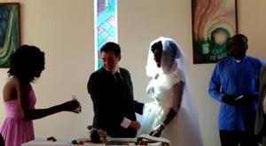 Της έφαγε το χέρι κροκόδειλος και παντρεύτηκε στο νοσοκομείο