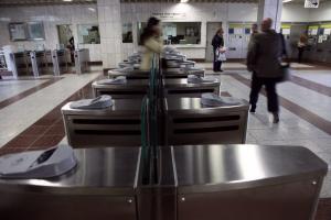 Κλείνουν σταδιακά όλες οι πύλες του μετρό