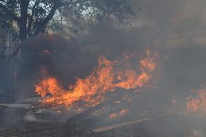 Φωτιά στον Ασπρόπυργο – Καίγεται κέντρο ανακύκλωσης