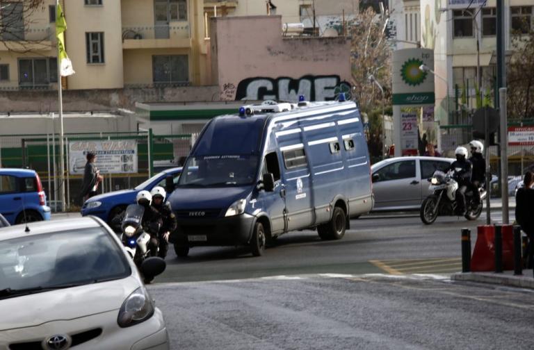 Έφυγαν μέσα από τα χέρια αστυνομικών ισοβίτες δολοφόνοι! Ο ένας είχε σφάξει ένα παιδί 2 ετών