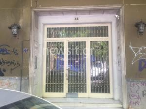 Νεκρή στο κρεβάτι της μια γυναίκα στο κέντρο της Αθήνας – Έχει τραύματα στο πρόσωπο