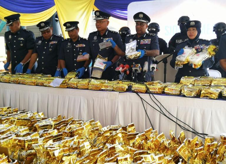 Μαλαισία: Κατασχέθηκαν 1.200 κιλά της «κόκας των φτωχών» – Ήταν κρυμμένα σε φορτίο τσαγιού