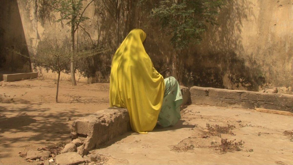 Διεθνής Αμνηστία: Τις βίαζαν με «αντάλλαγμα» τροφή – Φρίκη από τα εγκλήματα του στρατού στη Νιγηρία