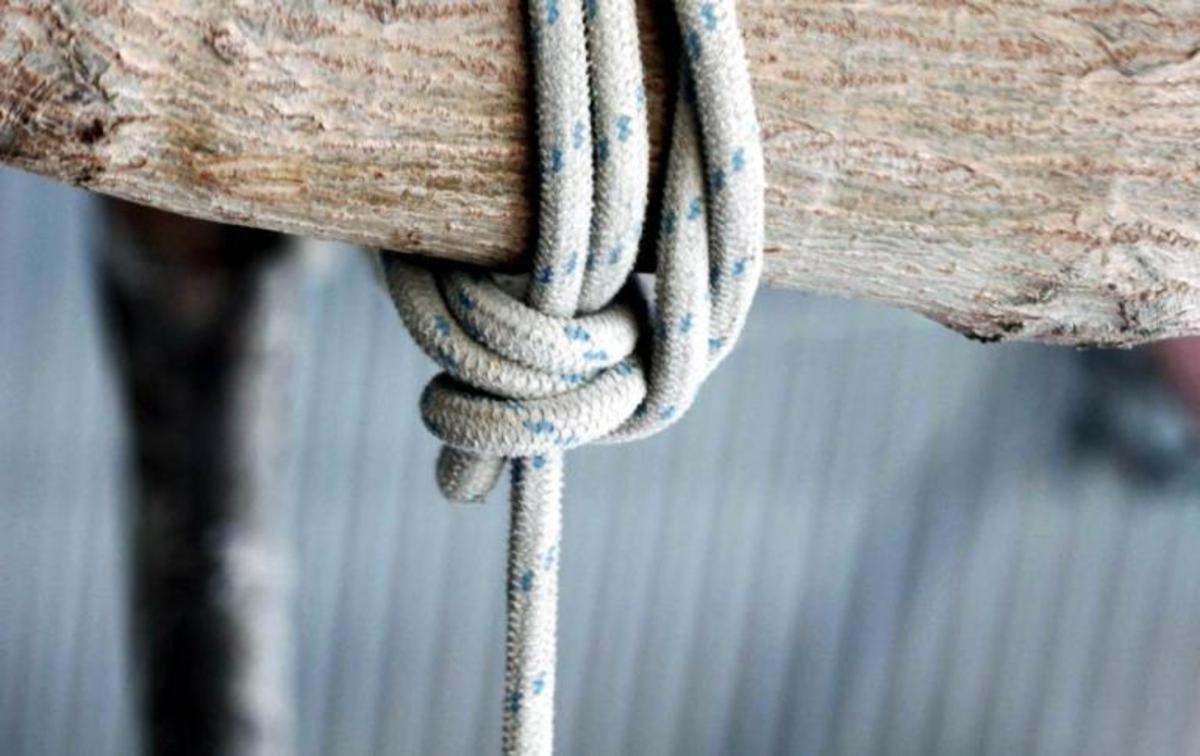 Ροδόπη: Ανατριχιαστικές αυτοκτονίες στα σπίτια τους – Έγραψε σημείωμα στα παιδιά της και κρεμάστηκε!