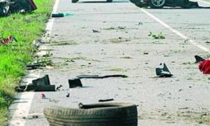 """Αιματηρό τροχαίο στον Κηφισό – Καραμπόλα με νταλίκα που """"έλιωσε"""" δυο αυτοκίνητα"""