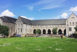 Σοκαριστικά μηνύματα για ομαδικό βιασμό – Αποβολή φοιτητών από το Exeter