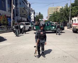 Αφγανιστάν: Πεδίο μάχης ξανά η Καμπούλ – Βόμβες, εκρήξεις και ανταλλαγή πυρών