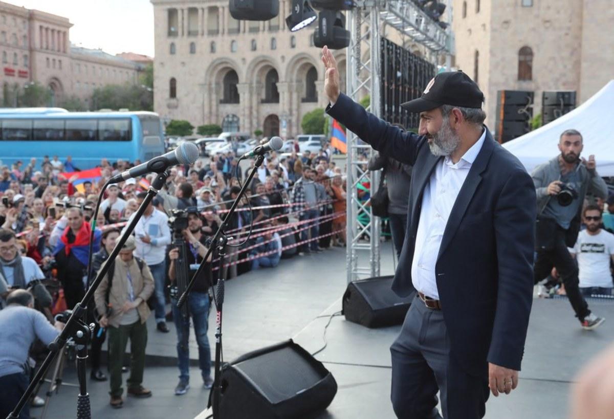 """Αρμενία: Πολιτικό """"τσουνάμι"""" υπόσχεται ο ηγέτης της αντιπολίτευσης αν δεν εκλεγεί πρωθυπουργός"""