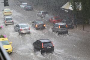 Ο καιρός… τρελάθηκε ξανά! Βροχές, καταιγίδες και χαλαζοπτώσεις σήμερα