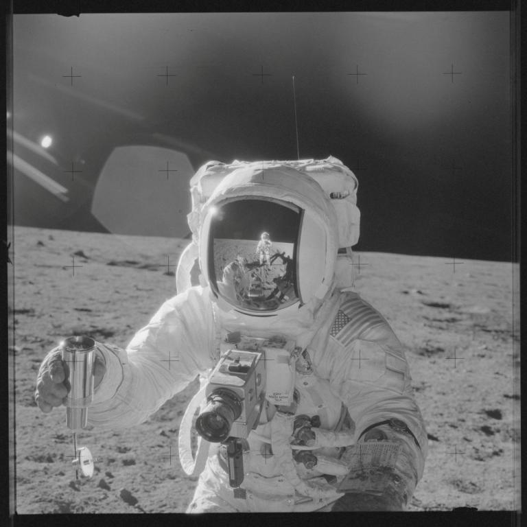 Πέθανε ο Άλαν Μπιν, ο 4ος άνθρωπος που πάτησε στο φεγγάρι