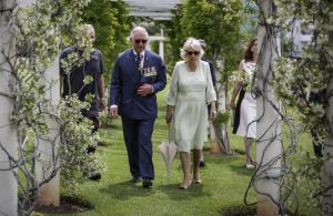 Πρίγκιπας Κάρολος: Τα είδε… όλα και φεύγει για Κρήτη! [vids, pics]