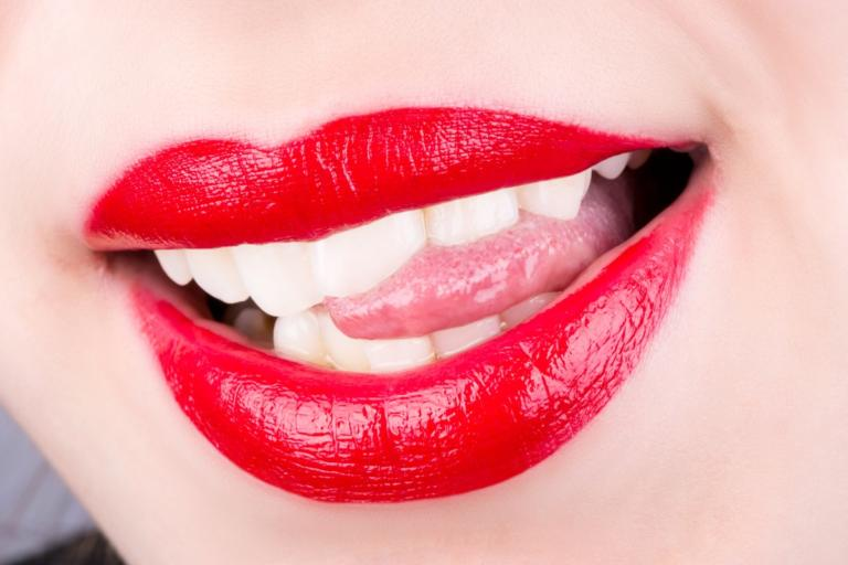 Τι να κάνετε γρήγορα αν δαγκώσετε τη γλώσσα σας