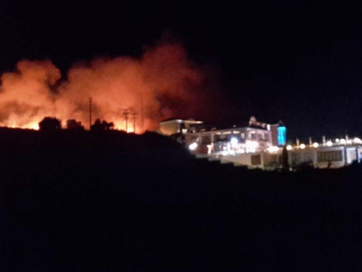 Φωτιά στην Κεφαλονιά – Δύσκολη η νύχτα για τους κατοίκους