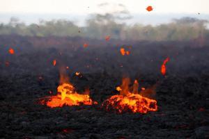 Εξερράγη το ηφαίστειο Κιλαουέα! Καυτή λάβα, πυκνοί καπνοί και στάχτες παντού
