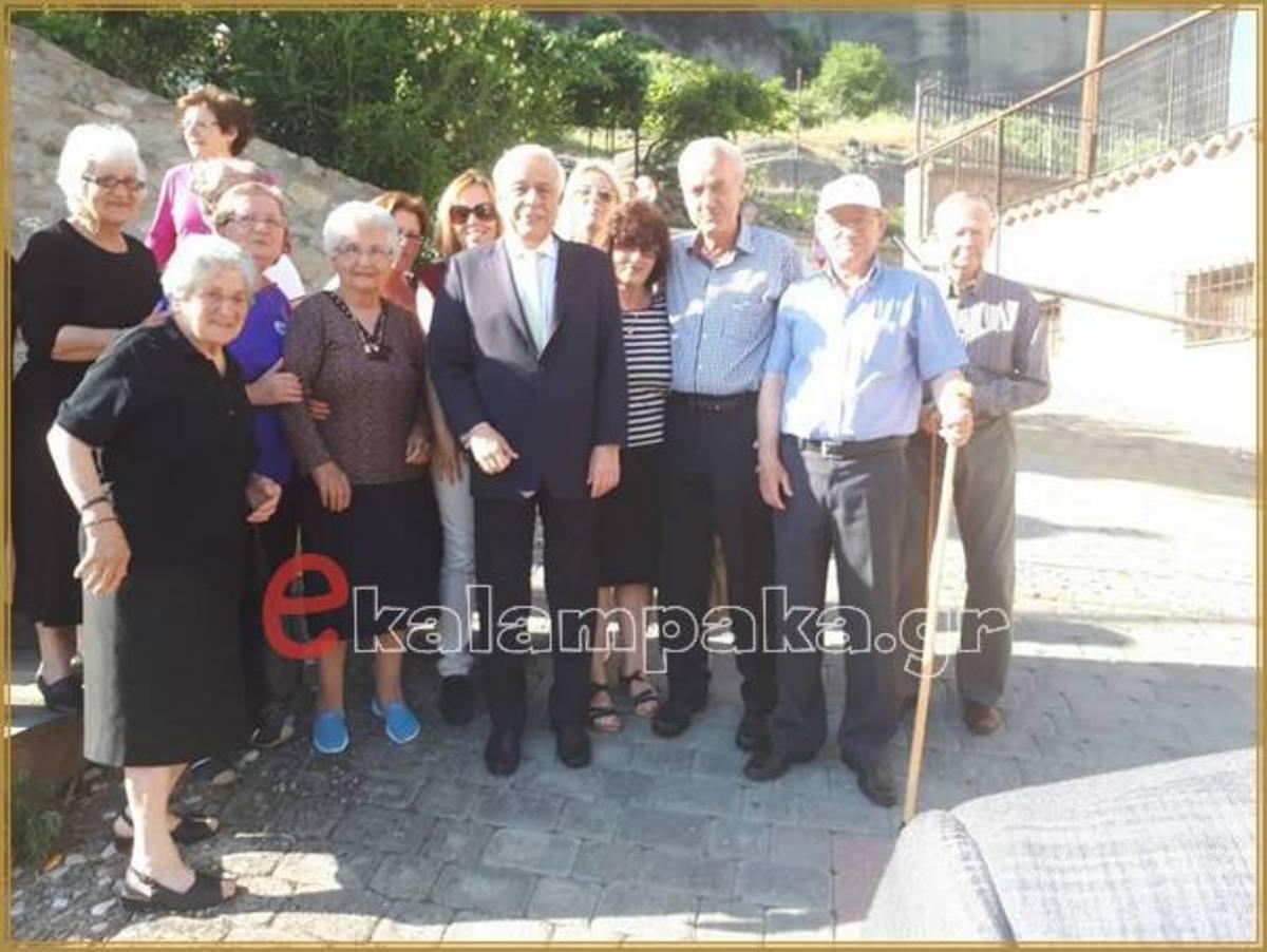 Στην Καλαμπάκα ο Προκόπης Παυλόπουλος – Βαπτίζονται τα δίδυμα εγγόνια του [pics]
