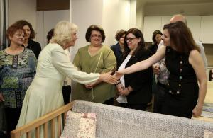 Επίσκεψη της Καμίλα στον Ξενώνα Φιλοξενίας Κακοποιημένων Γυναικών του Δήμου Αθηναίων [pics]