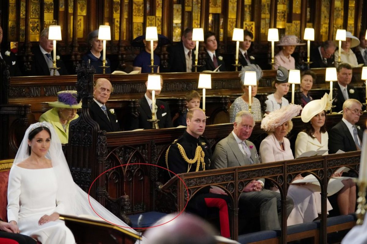"""Πριγκιπικός γάμος: """"Μπάχαλο"""" με την κενή θέση στο ναό – Η πραγματική ερμηνεία"""