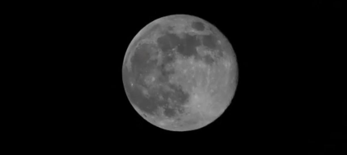 """Απόκοσμες εικόνες: Η στιγμή που το φεγγάρι… """"χάνεται""""!"""