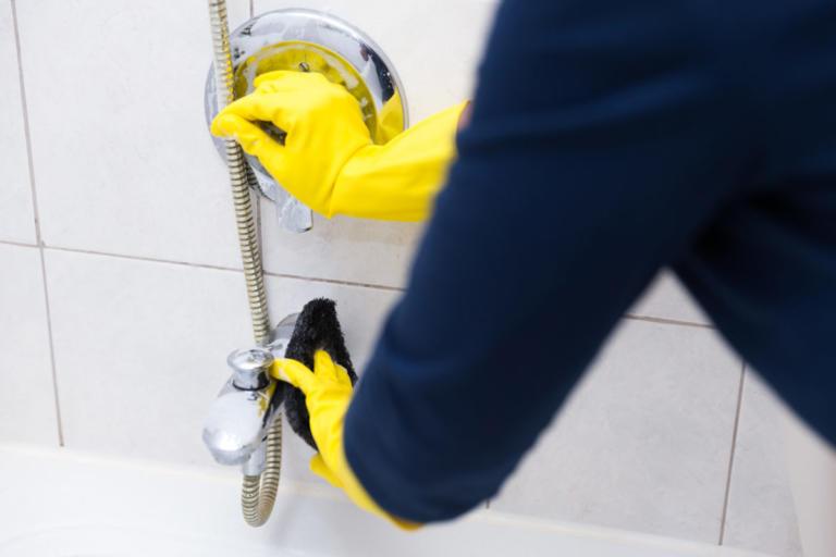 Τι να κάνετε για να καθαρίσουν τα άλατα από την μπανιέρα