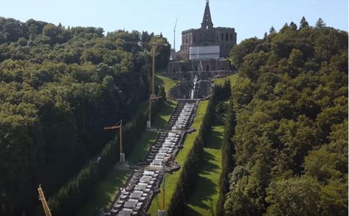 Το πάρκο Μπεργκ Βιλχελμσχόε που περιλαμβάνεται στη λίστα Παγκόσμιας Κληρονομιάς
