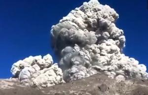 Ινδονησία: Ηφαίστειο εξερράγη και αυτοί έφτιαχναν πρωινό!