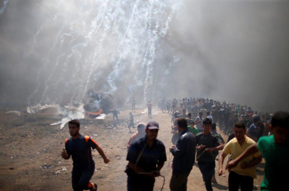 """Ιερουσαλήμ: Έξω όλεθρος και μέσα... προσευχές για τον """"προστάτη Νετανιάχου"""" - Βουτηγμένα στο αίμα τα εγκαίνια της πρεσβείας των ΗΠΑ - 52 Παλαιστίνιοι νεκροί"""