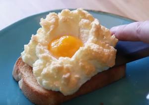 """Τα """"σύννεφα αυγών"""" είναι η νέα μόδα στη μαγειρική"""