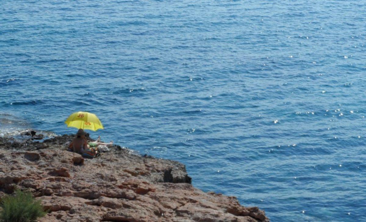Αυτές είναι οι καλύτερες παραλίες της Αττικής για το 2018 με Γαλάζια σημαία