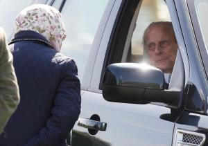 Έμεινε άναυδη η Ελισάβετ βλέποντας τον Φίλιππο στο τιμόνι [pics]