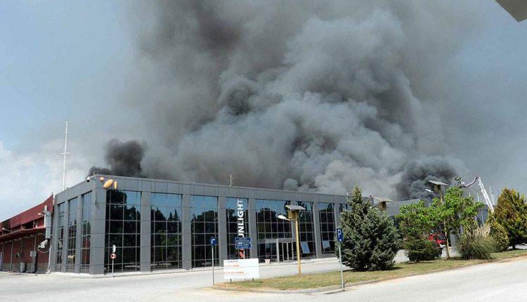 Ξάνθη: Άλλο ένα 24ωρο με προληπτικά μέτρα μετά τη μεγάλη φωτιά στο εργοστάσιο