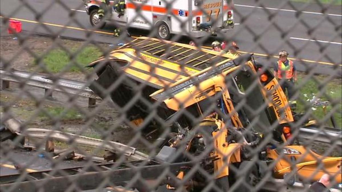 Σχολικό λεωφορείο στο Νιού Τζέρσεϊ συγκρούστηκε με απορριμματοφόρο- 2 νεκροί και 45 τραυματίες