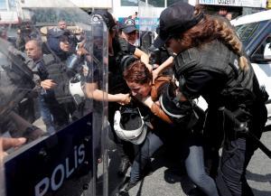 Τουρκία: Αψήφησαν την απαγόρευση και διαδήλωσαν για την Εργατική Πρωτομαγιά – Επεισόδια και συλλήψεις στην πλατεία Ταξίμ [pics]