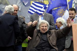 Λάβρος Μίκης Θεοδωράκης για το Σκοπιανό: Υποχώρηση στο όνομα είναι πράξη εθνικής μειοδοσίας – Ζητά δημοψήφισμα