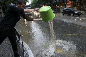 Θεσσαλονίκη: Η επόμενη μέρα από τη θεομηνία – Κλειστά σχολεία και διακοπές νερού