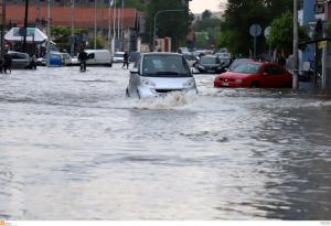 «Πνίγηκε» η Θεσσαλονίκη – Βροχή, χαλάζι και ποτάμι… προβλημάτων