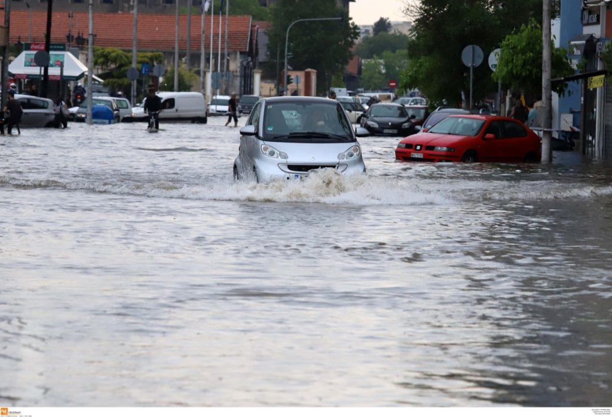 Θεσσαλονίκη: Βροχή, χαλάζι και προβλήματα – Πλημμύρισαν σπίτια, καταστήματα, δημόσια κτίρια και ο Λευκός Πύργος!