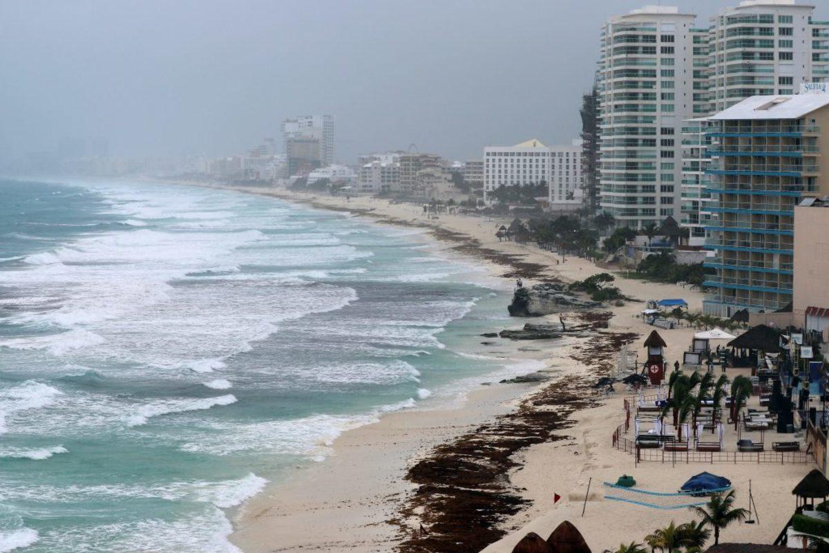 Στη Φλόριντα καταφτάνει η τροπική καταιγίδα Αλβέρτος!