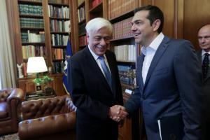 """Σκοπιανό – Τσίπρας σε Παυλόπουλο: """"Προϋπόθεση η αλλαγή του Συντάγματος της ΠΓΔΜ"""""""
