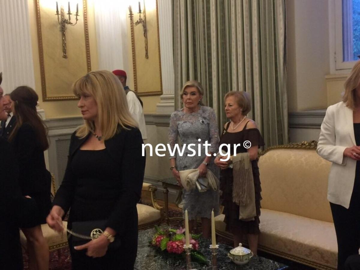 """""""Μέσα"""" στο... βασιλικό δείπνο! Πρίγκιπας Κάρολος και Καμίλα Πάρκερ στο Προεδρικό Μέγαρο"""