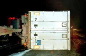 Βόλος: Ανατροπή φορτηγού στην εθνική οδό – Η φωτιά το έκανε στάχτη μέσα σε λίγα λεπτά – Σώθηκε ο οδηγός του!