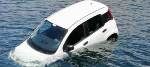 Καβάλα: Περίμενε το πλοίο και ξαφνικά είδε το αυτοκίνητό του στη θάλασσα – Χαμός στο λιμάνι [pics]