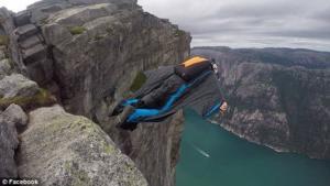Άλμα θανάτου: Δεν άνοιξε το αλεξίπτωτο και έπεσε στα βράχια