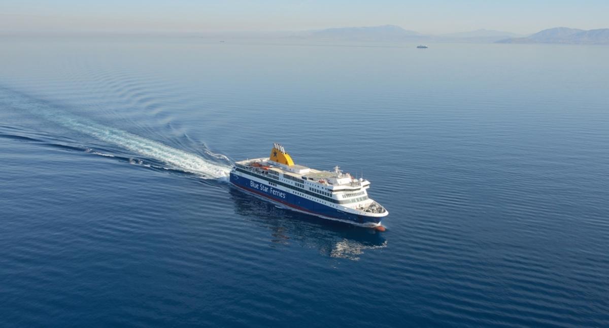 Χίος: Δραματική διάσωση ναυαγού από το Blue Star Mykonos – Αγωνία για δύο αγνοούμενους