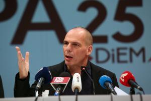 Γ. Βαρουφάκης: Ρουκέτες κατά Eurogroup – Τσίπρα