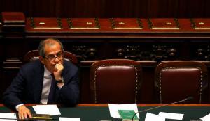 """Τζ. Τρία: """"Δεν φεύγουμε από το ευρώ"""""""