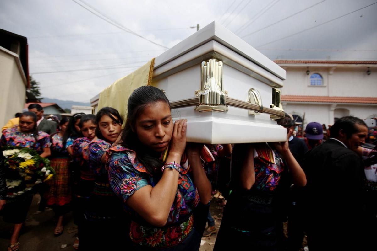 Γουατεμάλα: Ανεβαίνει ο αριθμός των θυμάτων – Κατρακυλάει ακόμη η λάβα του ηφαιστείου Φουέγο
