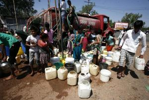 Ινδία: Η χειρότερη λειψυδρία στην ιστορία της – Περίπου 200 εκατομμύρια δεν έχουν πόσιμο νερό!