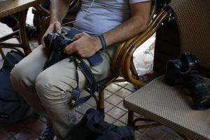 Απ' τη χαρά στον θρήνο: Γνωστός φωτογράφος ξεψύχησε σε γάμο στην Καρδίτσα